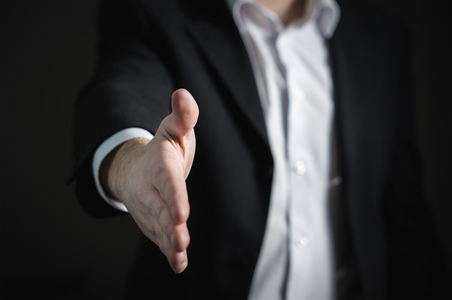 מה תפקידו של מתווך עסקים?