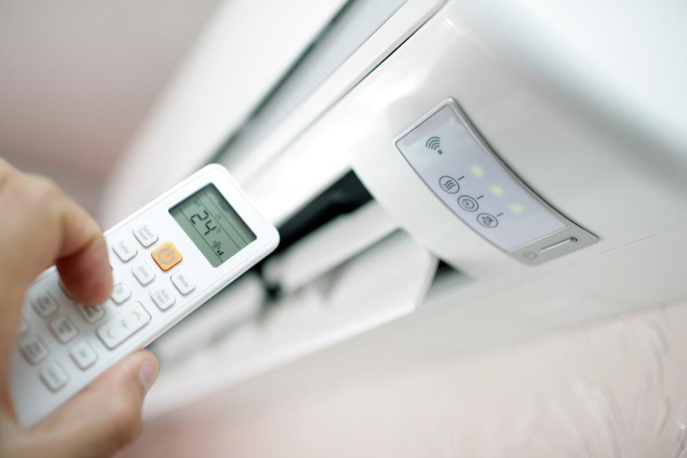 איך לחסוך בחשמל בזמן הפעלת המזגן